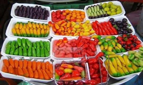 Top các món quà vặt mua từ Thái được nhiều người ưa thích.
