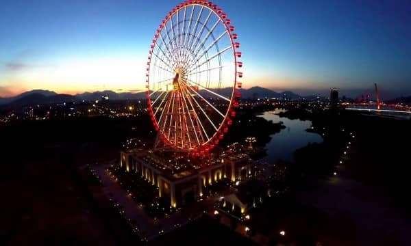 Ngắm vòng quay khổng lồ tại Đà Nẵng.