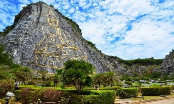 Chiêm ngưỡng núi Phật Vàng – Thắng cảnh không thể bỏ qua.