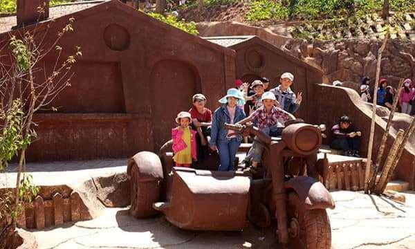 Đường hầm điêu khắc ở Đà Lạt thu hút khách du lịch