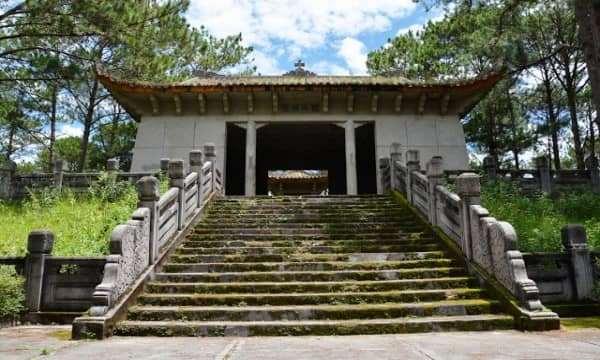 Bí Ẩn Lăng Mộ Quận Công Nguyễn Hữu Hào tai Đà Lạt