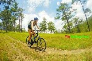 Chinh phục vẻ hoang sơ của Đà Lạt bằng xe đạp địa hình.
