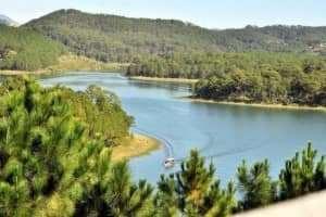 Vẻ đẹp bình lặng của Hồ Tuyền Lâm Đà Lạt