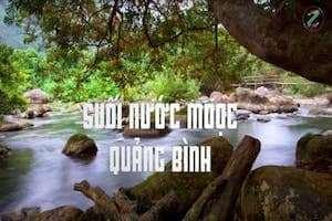 Tìm đến suối Nước Moọc tận hưởng không gian xanh trong lành.