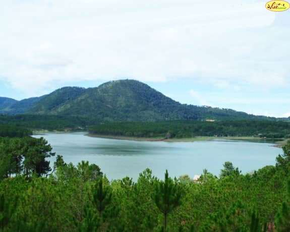 Khung cảnh huyền ảo của hồ Tuyền Lâm